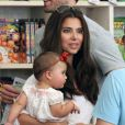 Roselyn Sanchez et sa fille de 9 mois Sebella Rose à la ferme de Mr. Bones Pumpkin Patch à Los Angeles le 14 octobre 2012.