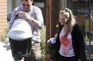 Molly Sims à la cool et en balade avec son bébé de 4 mois
