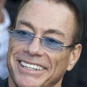 Jean-Claude Van Damme inaugure sa statue : Emu, il fait une belle boulette