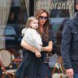 Victoria Beckham et sa fille Harper se baladent dans les rues de New York le 23 octobre 2012