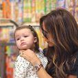 Victoria Beckham et sa fille Harper, complices en plein shopping dans les rues de New York le 23 octobre 2012