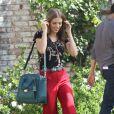 AnnaLynne McCord dans son pattes d'eph' sur le tournage de 90210, le 24 octobre 2012 à Los Angeles