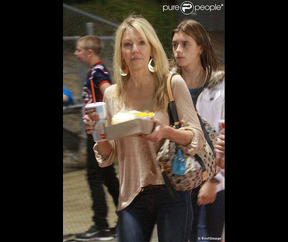 Heather Locklear assiste au match de football auquel sa fille participe en tant que pom-pom girl, le samedi 27 octobre 2012.