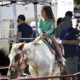 Nahla, fille de Halle Berry et Gabriel Aubry, monte un cheval en Californie le 28 octobre 2012.