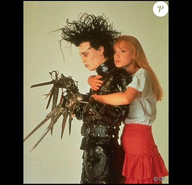 Winona Ryder et Johnny Depp dans Edward aux mains d'argent (1990).