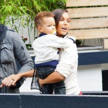 Alicia keys avec son fils egypt dans les bras à londres le 26