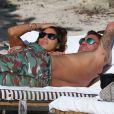 Christian Vieri et une ''amie'' sur une plage de Miami le 2 novembre 2012.