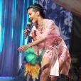 La chanteuse Rihanna dans un déshabillé rose, plus sexy que jamais lors du Victoria's Secret Fashion Show à New York City le 7 novembre 2012