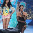 Rihanna plus sexy que jamais lors du Victoria's Secret Fashion Show à New York City le 7 novembre 2012