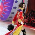 La splendide Adriana Lima a dévoilé son corps post-grossesse lors du Victoria's Secret Fashion Show à New York City le 7 novembre 2012