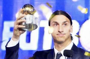 Zlatan Ibrahimovic reçoit un Ballon d'or devant sa compagne Helena