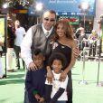 Toni Braxton entourée de ses enfants Diesel et Denham et son ex-mari  Keri Lewis à Los Angeles le 26 octobre 2008.