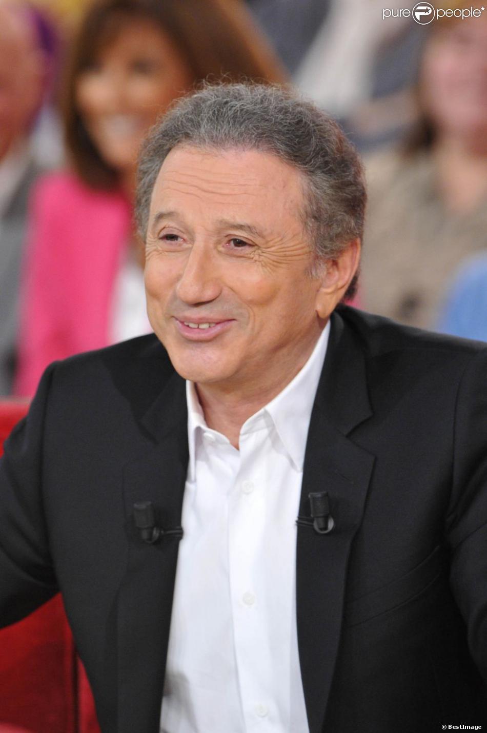 L'animateur Michel Drucker lors de l'enregistrement de  Vivement dimanche  le 24 octobre 2012 à Paris.