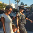 Amber Rose, enceinte, dans les rues de Sherman Oaks, à Los Angeles, le 20 novembre 2012.