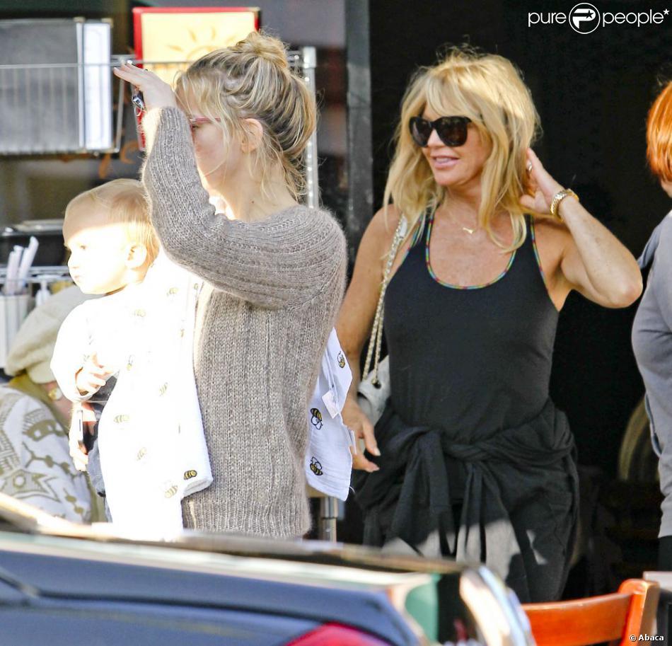Kate Hudson et son fils Bingham fêtent l'anniversaire de la superbe grand-mère Goldie Hawn à Los Angeles le 21 novembre 2012.