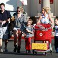 Britney Spears, avec sa soeur Jamie Lynn Spears, emmène ses enfants Sean et Jayden faire des courses à Thousand Oaks, le 25 novembre 2012.