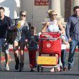 Britney Spears, accompagnée de sa soeur Jamie Lynn Spears, emmène ses enfants Sean et Jayden faire des courses à Thousand Oaks, le 25 novembre 2012.