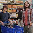 Angus T. Jones et Ashton Kutcher dans  Mon Oncle Charlie.