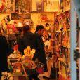 Kate Moss fait ses courses de Noël dans les rues de Londres
