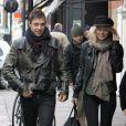 Kate Moss fait ses courses de Noël dans les rues de Londres accompagnée de son mari Jamie Hince.   Photo exclusive