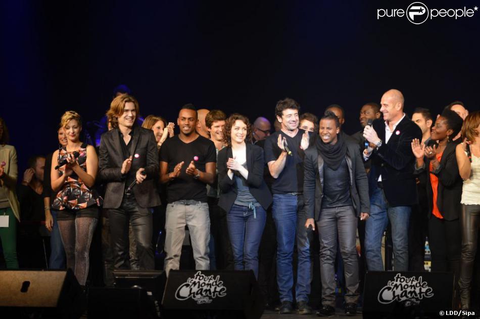 Les nombreux artistes (comme Patrick Bruel, Sheryfa Luna, Amel Bent...) sur scène pour Tout le monde chante contre le cancer au Casino de Paris le 4 décembre 2012.