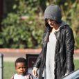 Sandra Bullock va chercher son fils, le craquant Louis à l'école à Studio City à Los Angeles le 5 décembre 2012.