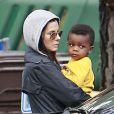 Sandra Bullock va chercher son adorable fils Louis à l'école à Studio City à Los Angeles le 30 novembre 2012.