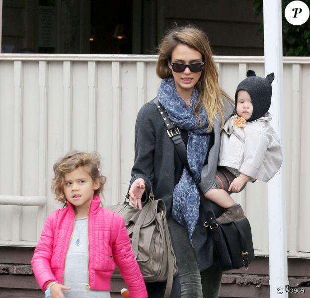 Même si Jessica Alba est une femme active, elle n'oublie jamais sa priorité : ses filles Honor et Haven. Beverly Hills le 8 décembre 2012.