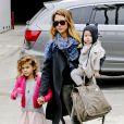 Jessica Alba profite d'un moment privilégié avec ses filles. Beverly Hills le 8 décembre 2012.