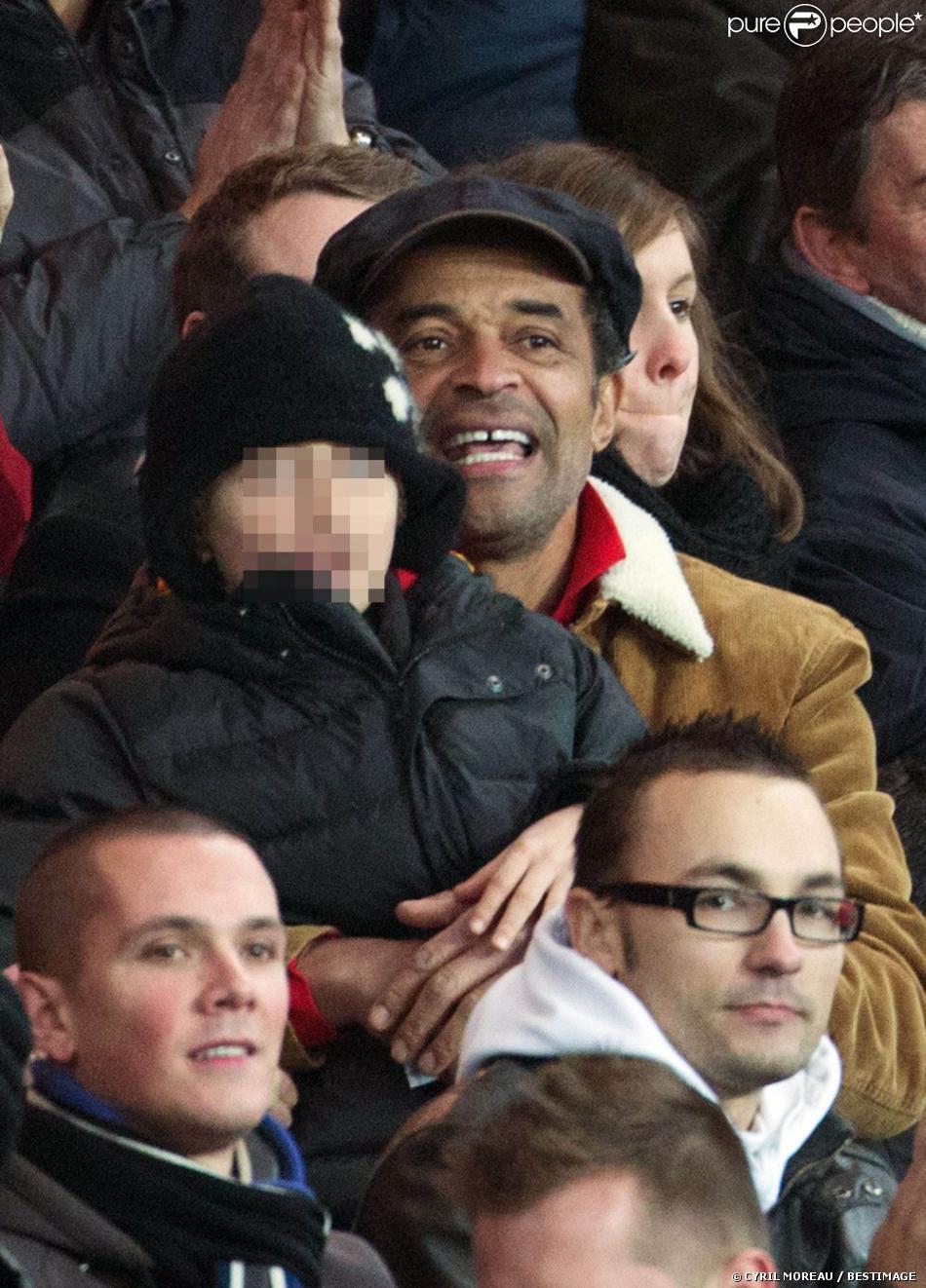 Yannick Noah et son fils Joalukas lors du match entre le PSG et Evian Thonon Gaillard au Parc des Princes à Paris le 8 décembre 2012 à Paris (victoire du PSG 4-0)