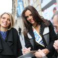 Marine Lorphelin, nouvelle Miss France 2013, à la sortie d'Europe 1 avec Sylvie Tellier, le 10 décembre 2012