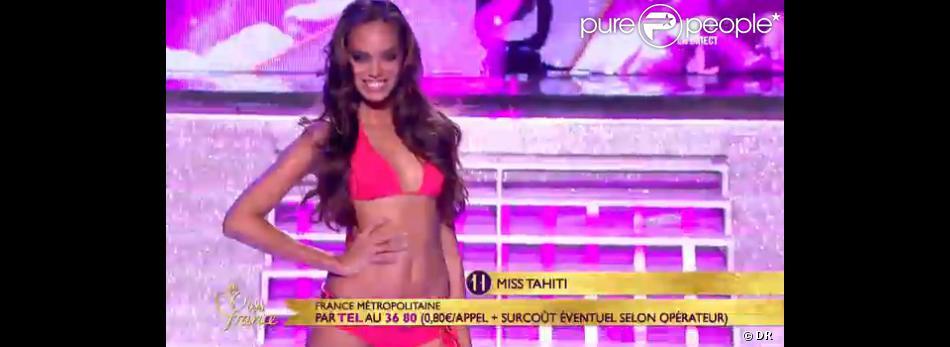 Miss Tahiti lors du défilé en bikini en hommage à Ursula Andress lors de l'élection de Miss France 2013 le samedi 8 décembre 2012 sur TF1 en direct de Limoges