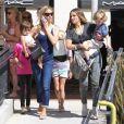 Denise Richards et Brooke Mueller font du shopping avec leurs enfants respectifs, dont le père est Charlie Sheen, à Los Angeles le 9 septembre 2012.