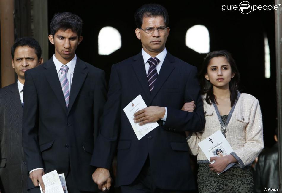 La famille de Jacintha Saldanha : son époux Ben Barboza et ses enfants Junal et Lisha - lors d'une messe à Westminster, le 15 décembre 2012.