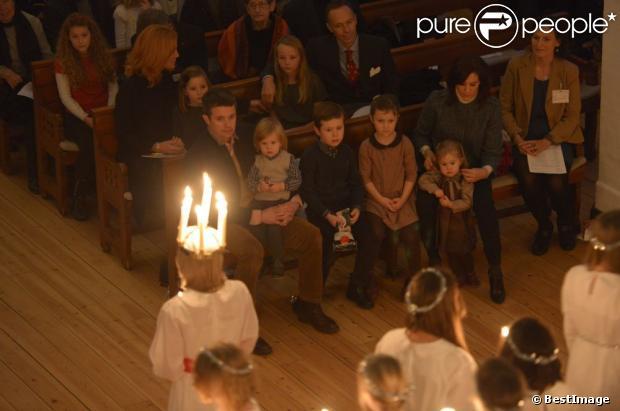 La princesse Mary et le prince Frederik de Danemark étaient aux premières loges avec leurs quatre enfants, Christian, Isabella, Vincent et Josephine, au concert de Noël annuel à l'église Esajas de Copenhague, le 16 décembre 2012.