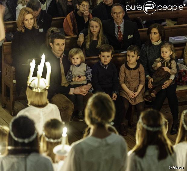 Le prince Frederik et la princesse Mary de Danemark étaient au premier rang avec leurs quatre enfants, Christian, Isabella, Vincent et Josephine, au concert de Noël annuel à l'église Esajas de Copenhague, le 16 décembre 2012.