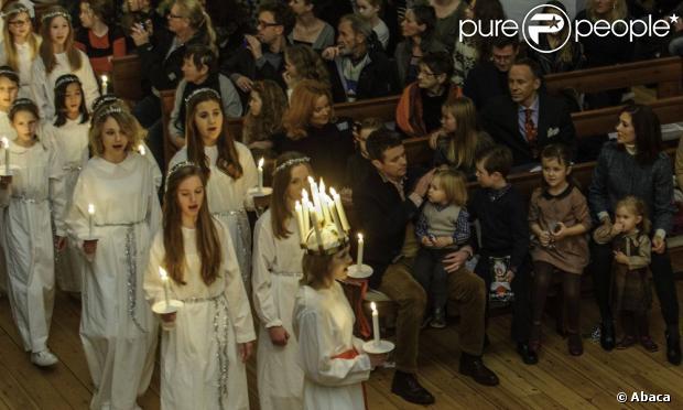 Boże Narodzenie w Esajas chóry kościelne.  Książę Frederik i Crown Princess Mary Danii byli z ich czworga dzieci, chrześcijańskich, Isabella, Vincent i Josephine, roczny Koncert Bożonarodzeniowy w kościele Esajas Kopenhadze, 16 grudnia, 2012.