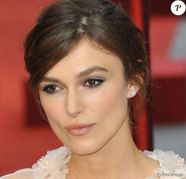 La sublime Keira Knightley lors de la première du film Anna Karénine à Londres, le 4 septembre 2012, se confesse sur ses premiers amours.