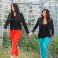 Kim et Khloé Kardashian profitent d'un moment de tranquillité entre soeurs à Miami Beach. Le 15 décembre 2012.