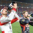 Michael Schumacher et Sebastian Vettel s'offrent une petite gorgée de champagne après leur victoire sur l'épreuve de la Nations Cup durant la Race of Champions à Bangkok le 15 décembre 2012