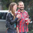 Shia LaBeouf se promenant dans les rues de Los Angeles avec sa nouvelle petite amie, Mia Goth, le 22 décembre 2012.