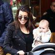 Kourtney Kardashian, sa fille Penelope et son fils Mason, qui s'est trouvé une copine, profitent d'une après-midi au centre commercial The Commons. Calabasas, le 22 décembre 2012.
