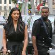 Kim Kardashian et Kanye West se dirigent vers le restaurant Chin Chin pour un déjeuner en tête à tête. West Hollywood, le 23 décembre 2012.