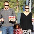 Heidi Klum, accompagnée de son petit ami Martin Kristen, se promène avec ses enfants Lou, Leni, Henry et Johan à Brentwood, le 25 novembre 2012.