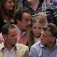 Mary-Kate Olsen et Olivier Sarkozy lors d'un match de basket à New York le 25 avril 2012.
