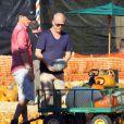 Ryan Murphy et son mari David Miller cherchent une citrouille à Los Angeles le 9 octobre 2011.
