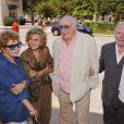 Jean Topart (à droite) avec Françoise Christophe, Nicole Courcel et Georges Wilson lors des obsèques de Suzanne Flon au Père Lachaise le 21 juin 2005