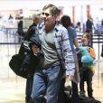 Dennis Quaid avec une mysterieuse blonde à l'aéroport de Los Angeles, le 28 Decembre 2012.