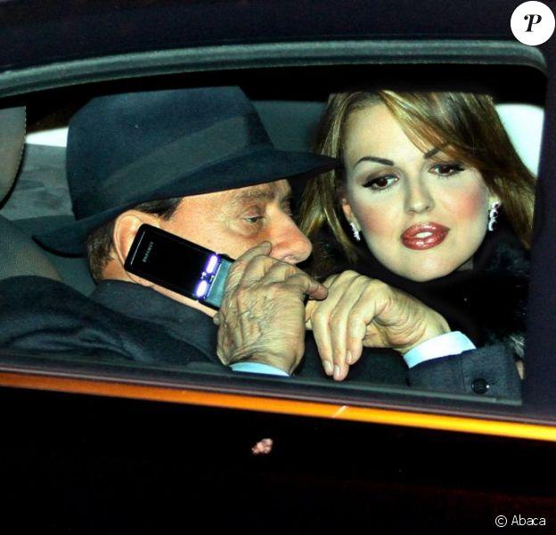 Silvio Berlusconi et sa compagne Francesca Pascale, le 29 décembre 2012 à Milan.