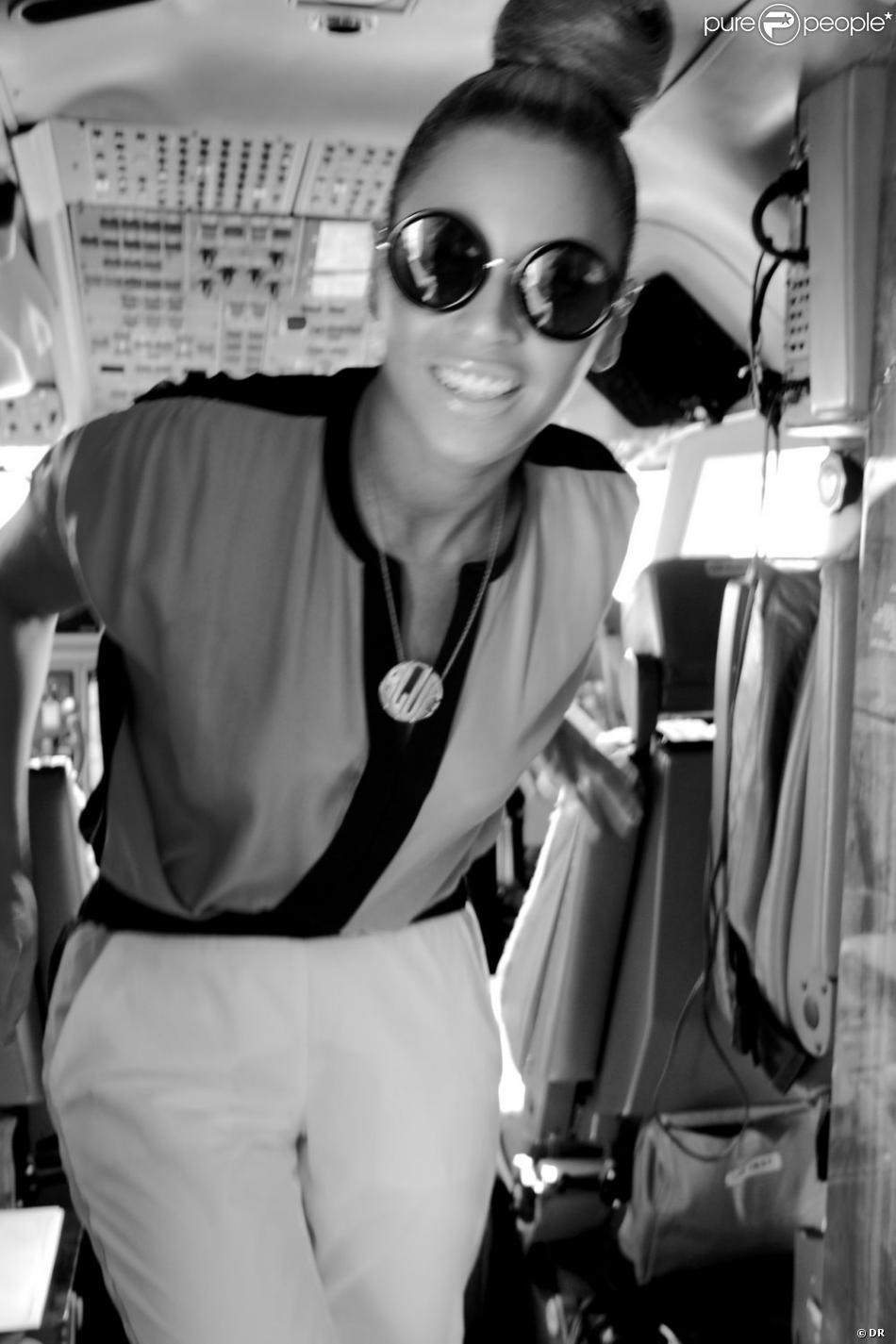 Beyoncé Knowles a posté des photos de ses vacances de Noël sur Tumblr. On peut a voir ici à bord d'un avion.